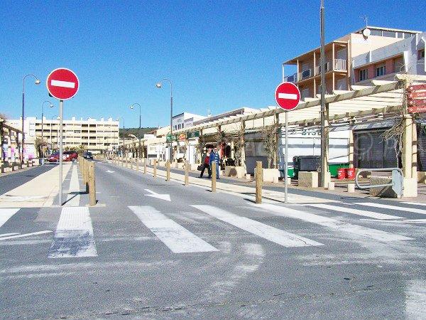 Commerces à Narbonne face à la plage des Terrasses de la Mer