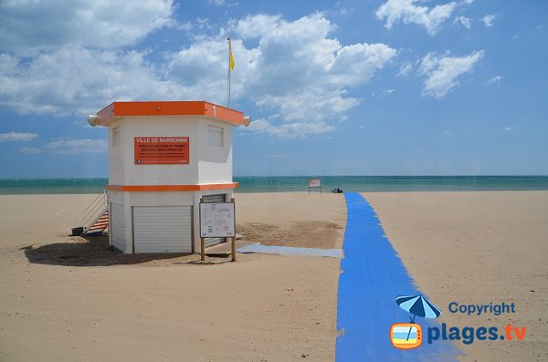 Lifeguard station and disable access for the beach of Narbonne