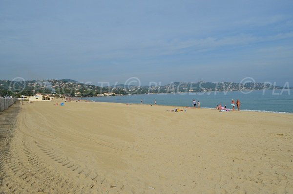 Large sand beach in Sainte-Maxime - Nartelle