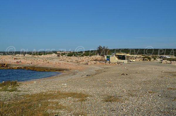 Beach and snack of the nudist beach of La Couronne