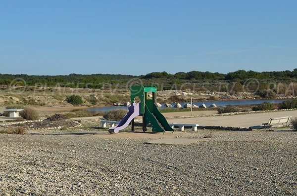 Aire de jeux sur la plage de Bonnieu de Martigues