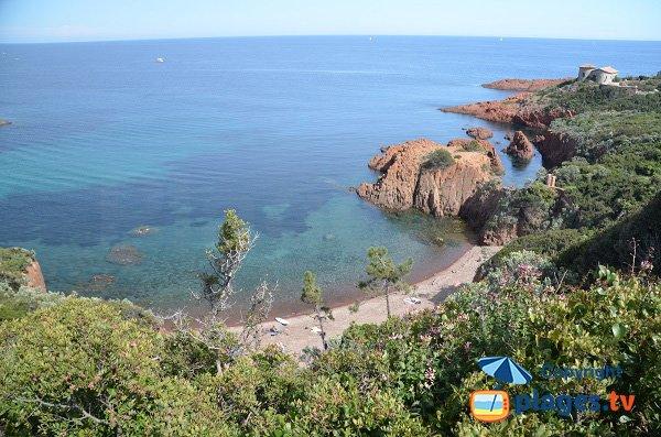 Photo de la plage naturiste du Cap Roux à Agay