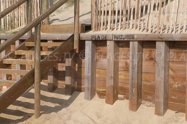 Panneau indiquant la plage naturiste à Hossegor