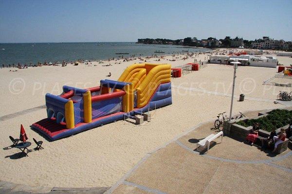 Parco giochi sulla spiaggia di Pouliguen
