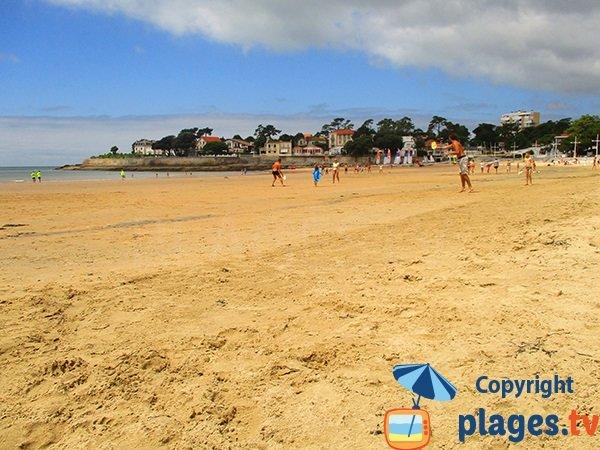 Beach volley sur la plage de Nauzan à St Palais sur Mer