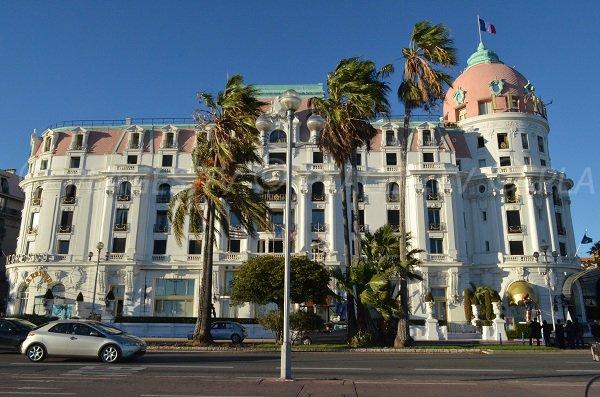 Negresco: l'un des plus beaux hôtels de Nice face à la plage Neptune