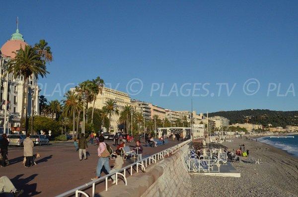Promenade des Anglais, coupole du Negresco et plage Neptune