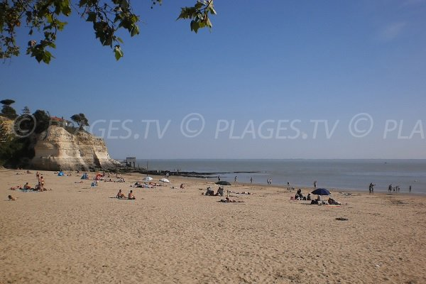 Nonnes beach in summer - Meschers sur Gironde
