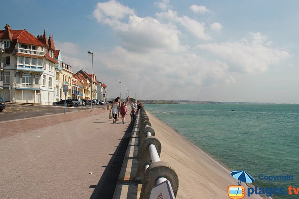 pedestrian promenade in Ambleteuse - North to South