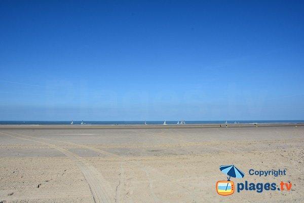 Grande plage de sable au nord de Fort Mahon