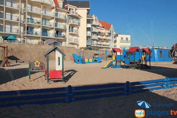 Jeux pour les enfants à côté de la plage - Wimereux