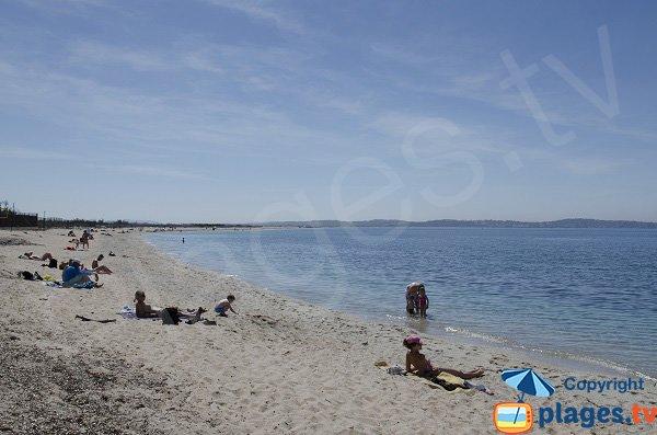 Photo de la plage d'Olbia à Hyères en été