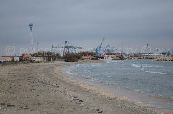 Plage Olga à Port Saint Louis - environnement industriel
