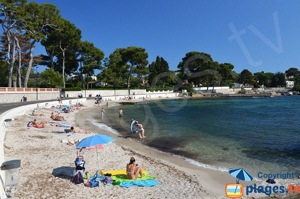 Public beach in Cap d'Antibes near Juan les Pins - Les Ondes