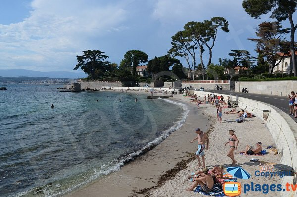 Ondes beach and view on Juan les Pins