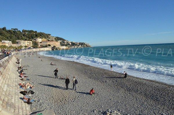 Spiaggia Opera Nizza - vista sulle colline
