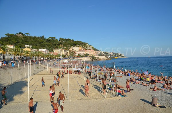 Beach volley sur la plage de Nice