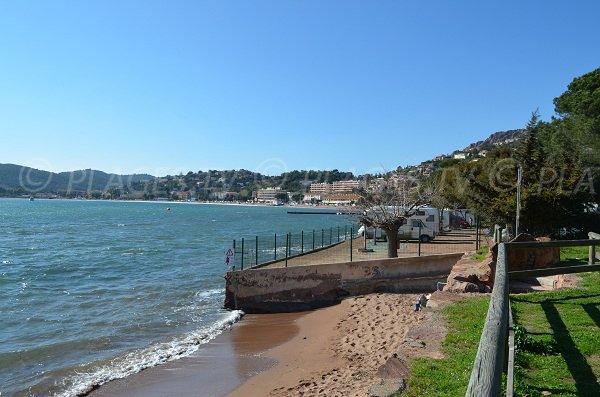 Spiaggia dell'Oratoire e vista della baia di Agay