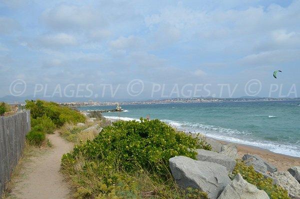 Chemin pour accéder à la plage du Pacha