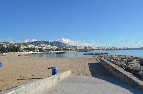 Accès handicapé sur la plage du Palais des Festivals à Cannes