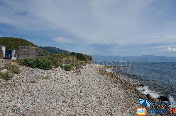 Spiaggia di ciottoli a Ajaccio - Parata