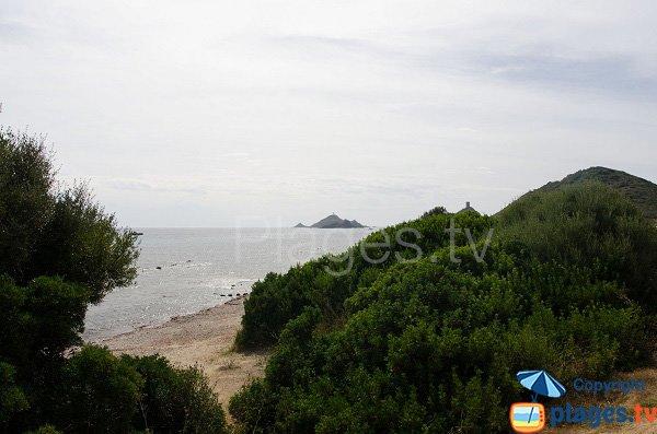 L'accesso alla spiaggia dalla torre della Parata - Ajaccio