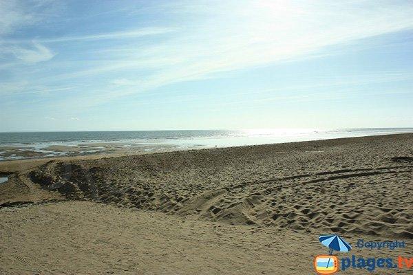 Spiaggia di sabbia a Saint Jean de Monts in direzione di Notre Dame de Monts