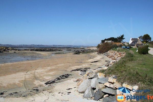 Enrochement sur la plage de l'ile de Callot à Carantec