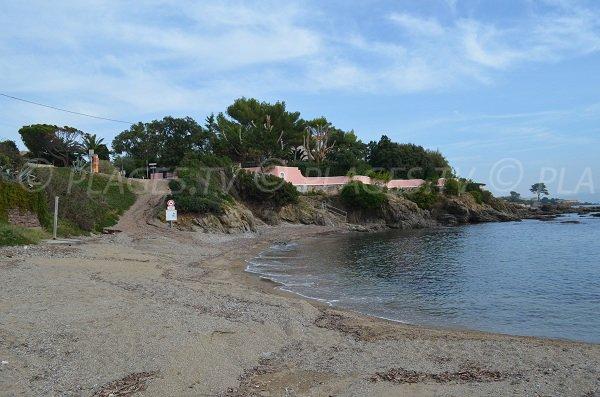 Accès à la plage du Pébrier