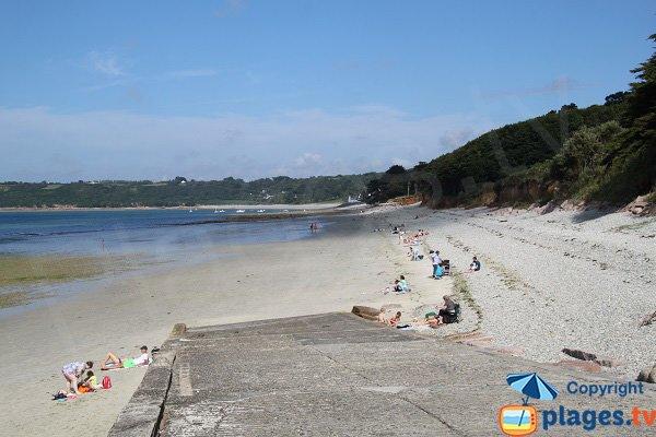Cale de mise à l'eau sur la plage de Louannec