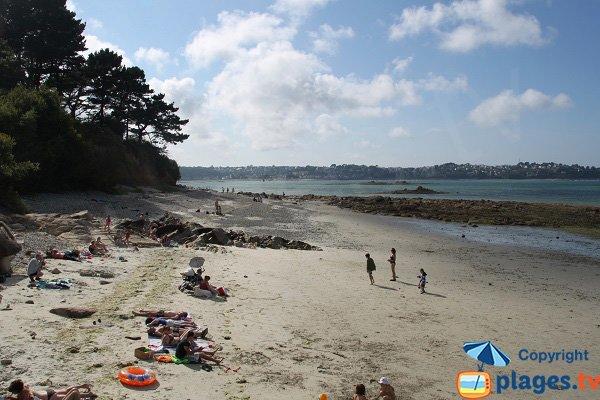 Rochers sur la plage de Pen an Hent Nevez à Louannec