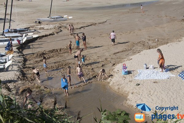 Enfants sur la plage de Pen Guen