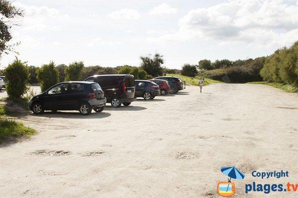 Parking gratuit de la plage de Pen Morvan à Sainte Marine
