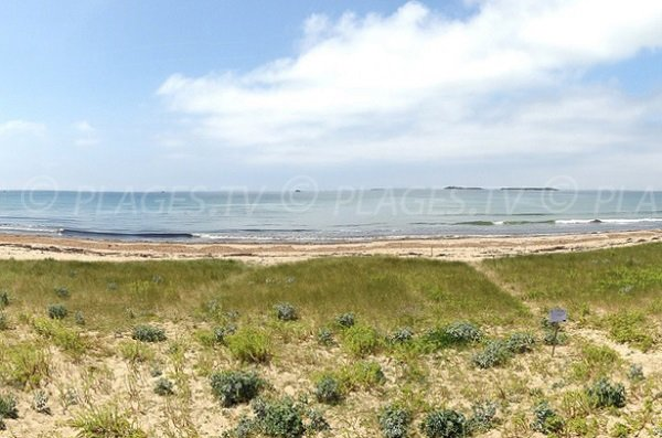 Beach at the entrance to the Quiberon peninsula