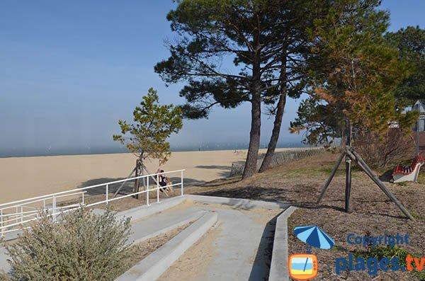 Accès pour les personnes à mobilité réduite - plage Pereire à Arcachon