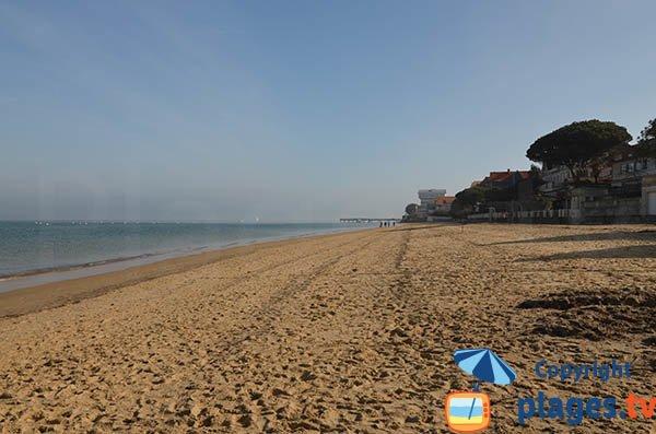 Pereire beach next to pier of Croix des Marins - Arcachon