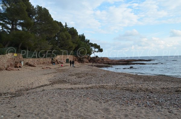 Plage de la Pescade à St Raphaël dans le Var