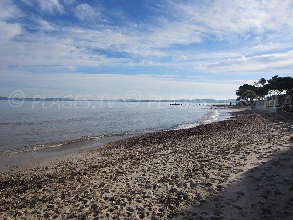 spiaggia sabbiosa Tranquilla  vicino al porto di Hyères