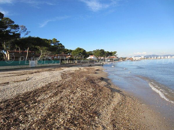 spiaggia Pesquiers a Hyères vicino all'ippodromo