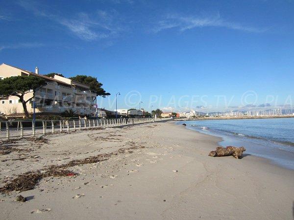 Spiaggia Pesquiers a Hyères in Francia