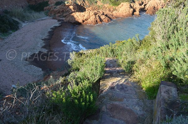 Access to Petit Caneiret cove in Agay