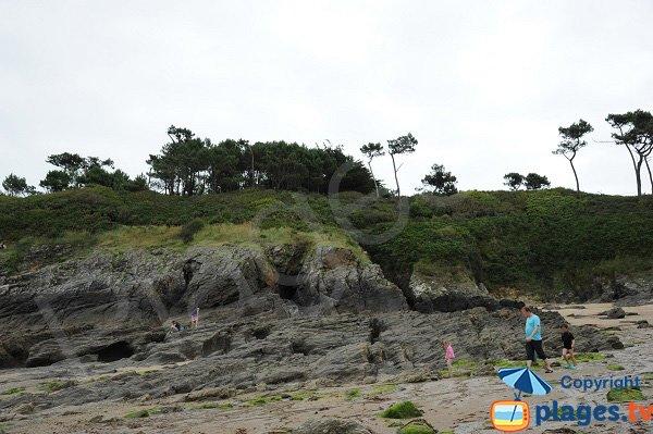 Rochers sur la plage du Petit Port à Cancale