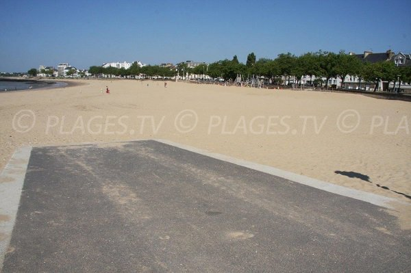 Access to Grande plage beach in St Nazaire