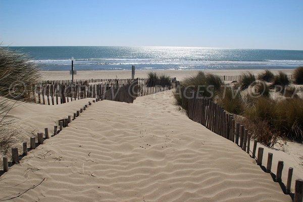 Chemin d'accès à la plage du Petit Travers à Carnon