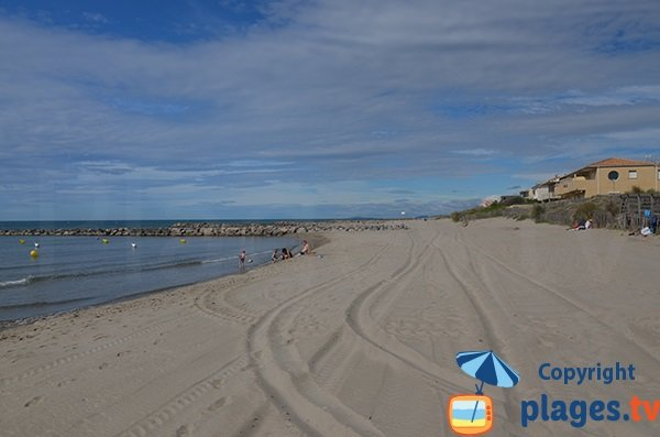 Lifeguarded beach in Carnor -  Petit Travers - access 79