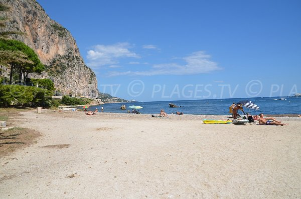 Quiet beach in Beaulieu sur Mer