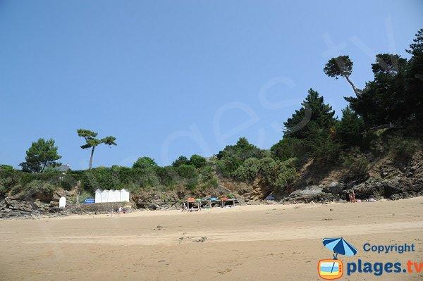 Cabines de bains sur la plage de la Petite Salinette