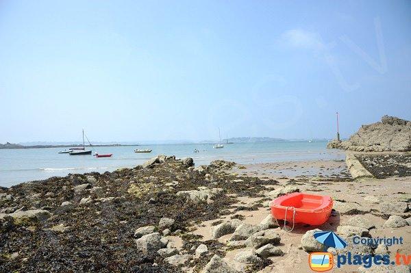 Rochers sur la plage de la Petite Salinette de St Briac