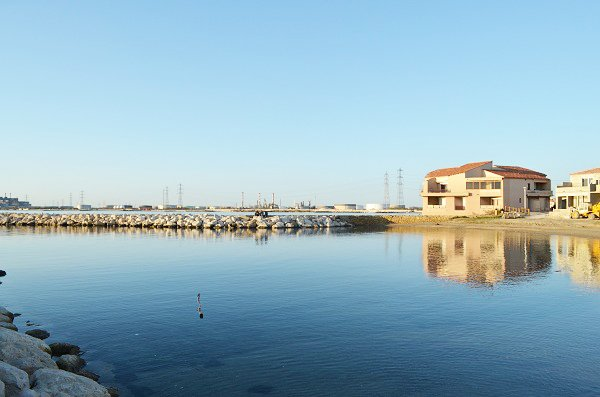 Plage au port de Fos sur Mer
