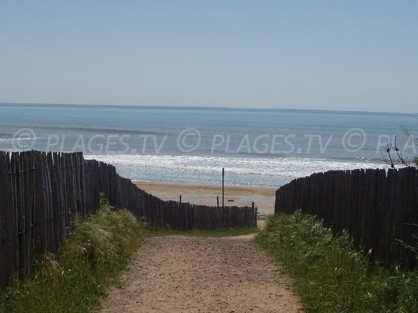 Access to Lighthouse beach in La Tranche sur Mer